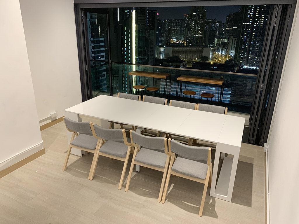 特長伸延式飯桌可供8-10人用餐或進行多種桌上遊戲